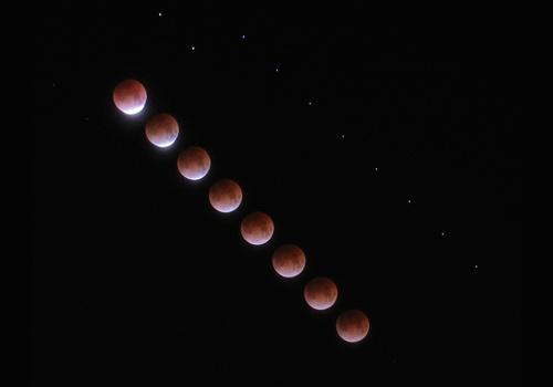 http://astro.gligor.net/2009/12/eclipsa-de-luna-timelapse-totalitate/