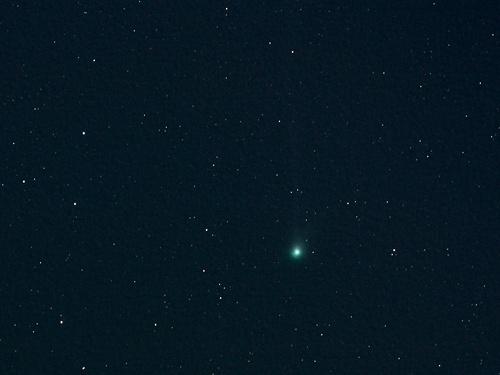 http://astro.gligor.net/2010/06/cometa-c2009-r1-mcnaught/