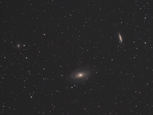 http://astro.gligor.net/2013/09/galaxiile-m81-m82-bode-trabucul/